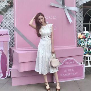 🚚 全新重磅水溶蕾絲露腰白色連身裙 有口袋喔!XS號