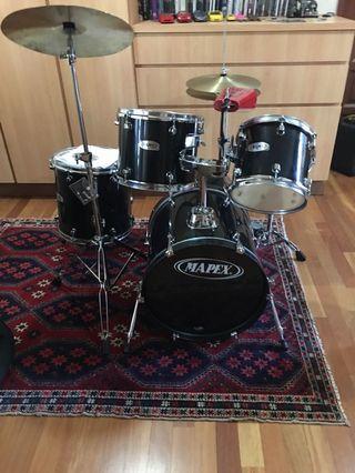 Maypex drum set