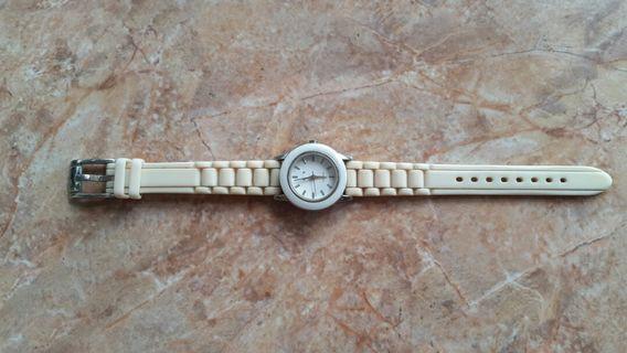 Jual cepat untuk yg minat saja jam tangan wanita bahan ceramic stainless