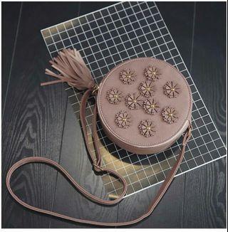 Ten flower slingbag