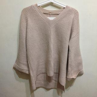 韓國帶回 米色長袖毛衣 寬口袖口 前短後長 beige sweater