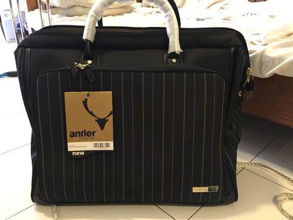 Antler Male Holdall/Gladstone Bag