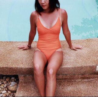 🚚 歐美露背連身泳衣