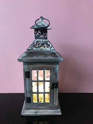 精置 木製小燈箱。可當擺設 HK$150  $99 價錢可商議。基本是新的。w D 14cm. H34cm
