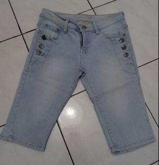 Jeans pendek/jeans selutut Size 29 (Preloved)