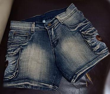 Jeans pendek/Hotpants Size M (Preloved)