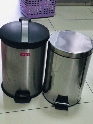 Bins with cover and paddles x 2 units