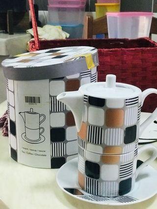 Teapot, teacup and saucer
