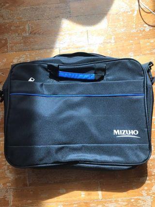 🚚 Mizuho Laptop Bag