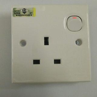 Schneider Clipsal S-Classic E15R 13A 1 Gang Switch Socket Outlet
