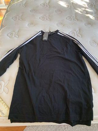 Adidas over sized t T