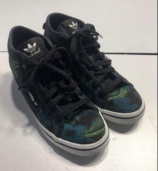 Adidas 3 Streifen Sneaker Green & Blue Tone .