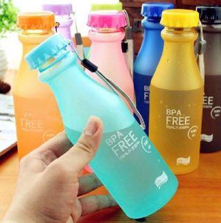 BPA free,Unbreakable,Leak-proof Frosted colour,550ml Plastic Water Bottle With Free Strap And Sponge