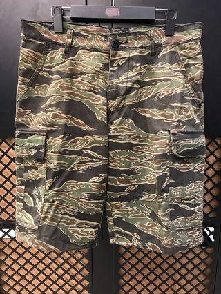 🚚 虎斑迷彩短褲 尺寸L  腰圍約31
