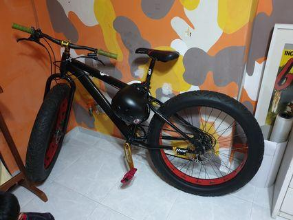 *Price reduced!* Fatbike for sale. Excellent condition!
