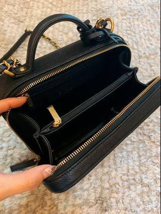 99全新真品 CHANEL 黑色 荔枝皮 香奈兒化妝箱 肩背包vanity case size 21cm(中型)