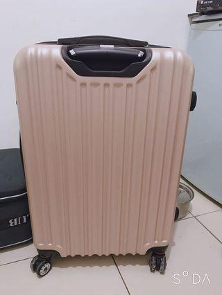 🚚 24吋行李箱