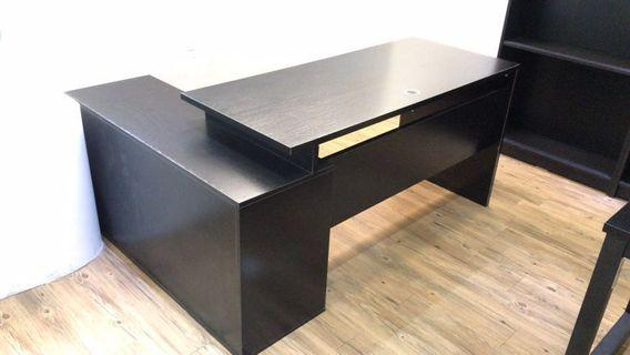 High quality L-shaped office desk with Side cabinets. 高質書枱
