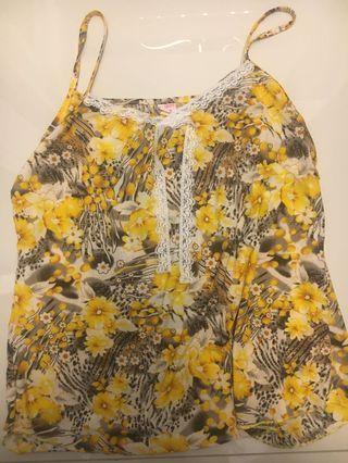 🚚 Floral blouse