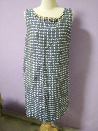 Knee length dress (straight cut)