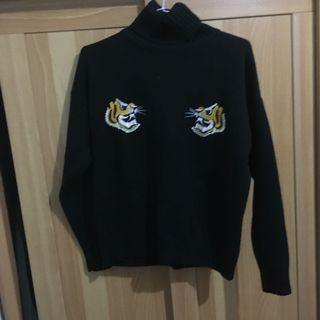 🚚 老虎刺繡高領毛衣