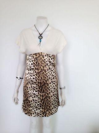 V-neck tiger Dress