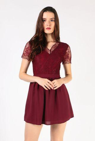 🚚 BNWT Dressabelle lace contrast fit and flare dress in wine