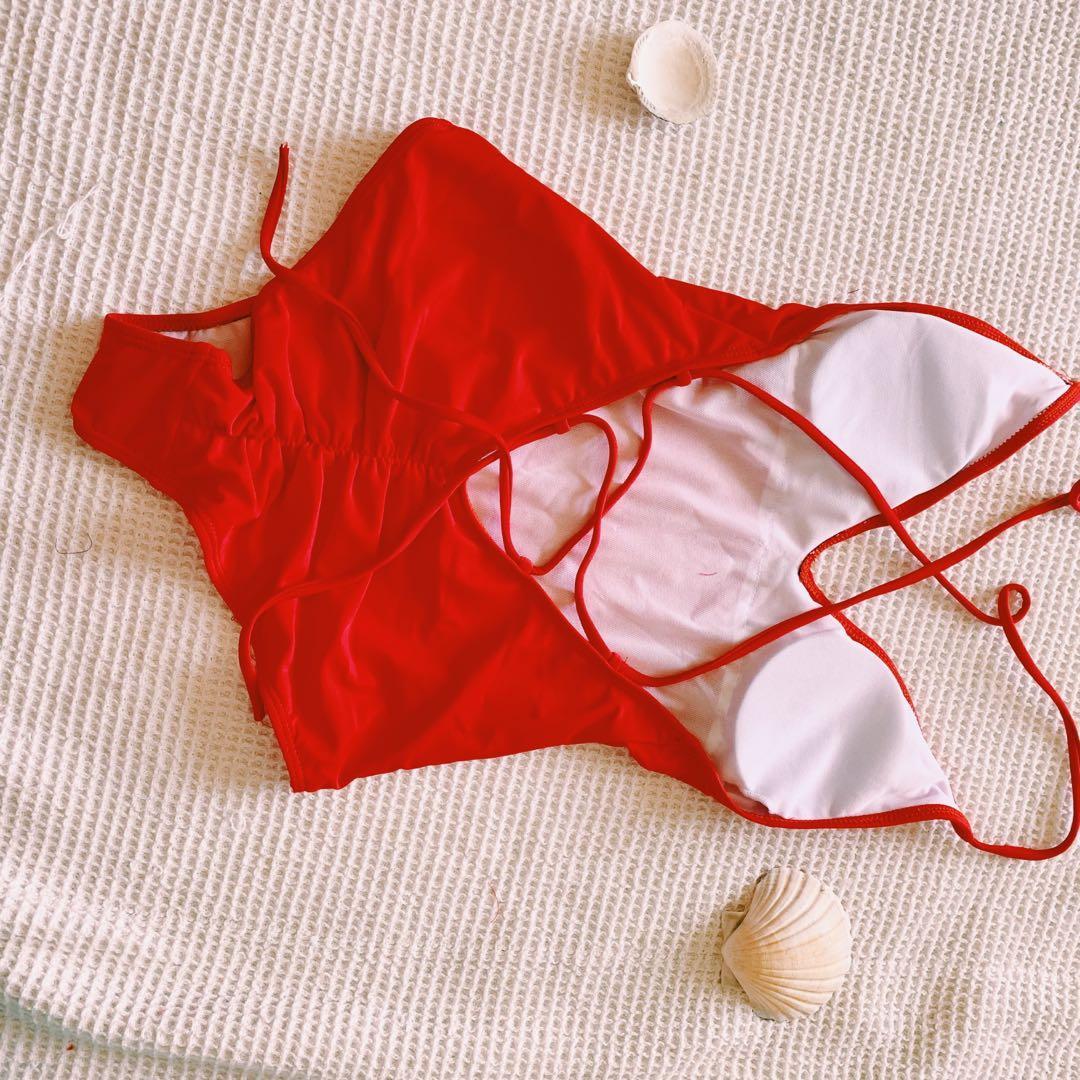 歐美露背連身泳衣