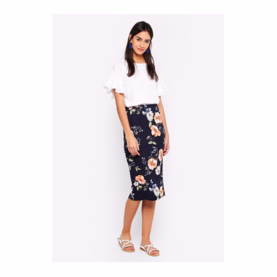 7fe03d8d82 Dorothy Perkins: Floral Pencil Skirt, Women's Fashion, Clothes, Dresses &  Skirts on Carousell