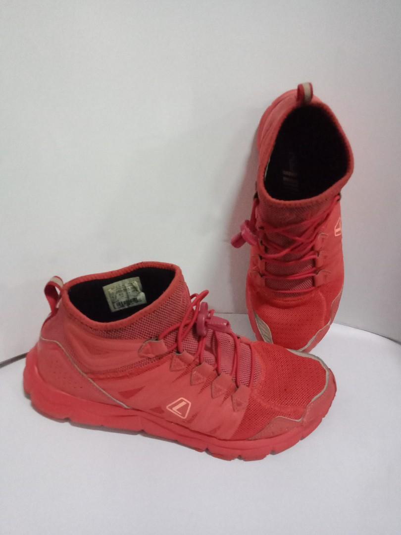 Sepatu league running