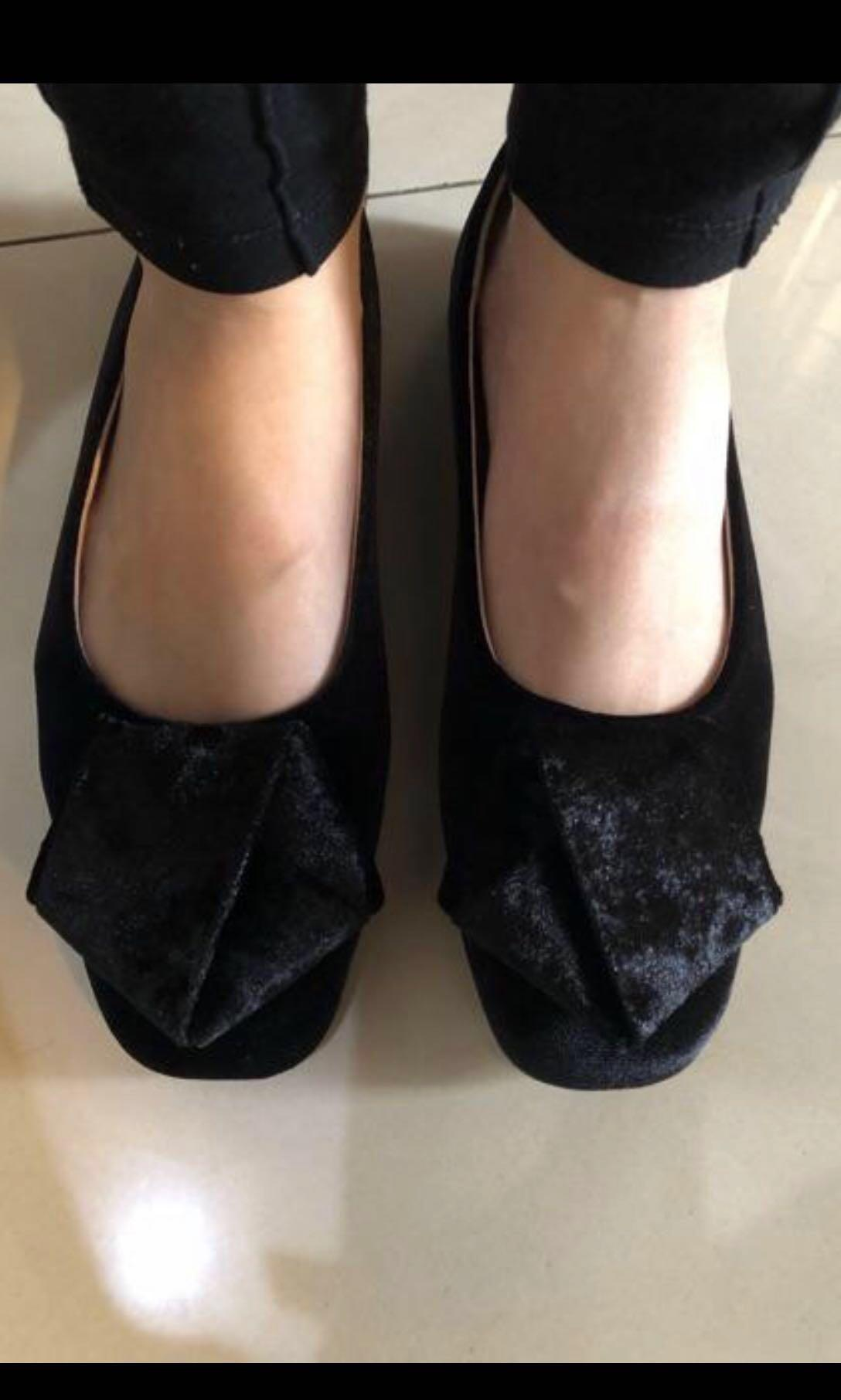 Symbolize flat shoes black