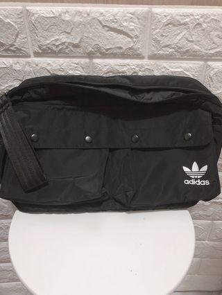 Adidas胸背包