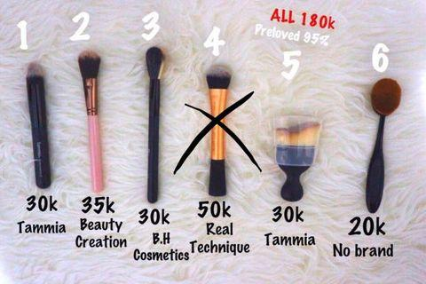 Brush blush & contour make up