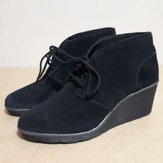 Clarks Hazen Charm Black Suede Lace-Up Wedge Boots Size 8