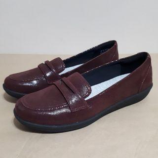 Clarks Arya Penny Loafers Size 8.5