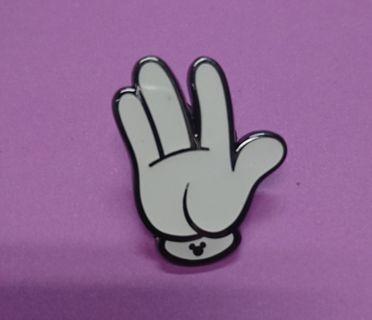 Disney pin 香港迪士尼樂園交換徽章,襟章,手型系列Game pin ~ Mickey $25
