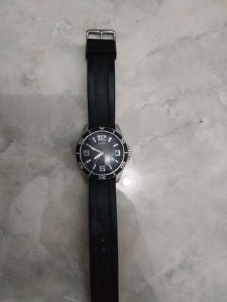 Jam tangan pria guess karet hitam