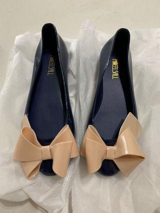 100% New 深藍色蝴蝶膠鞋