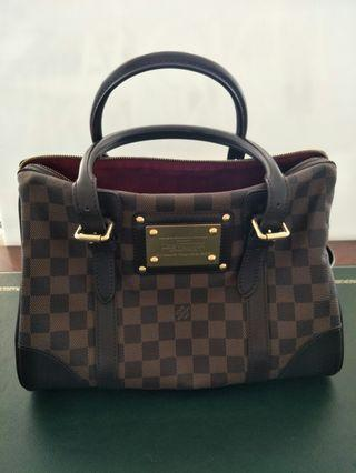 Louis Vuitton Damier HandBag