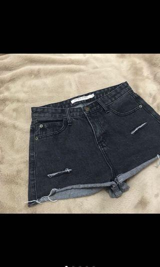 🚚 黑色短褲 煙燻灰色抽鬚短褲