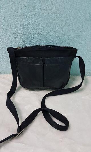 Sazaby sling bag