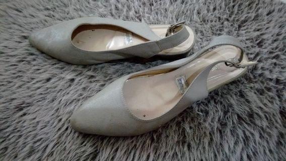 Turun harga!!! Sepatu sandal abu² Ownworks