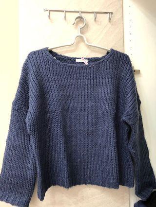 深藍色毛衣