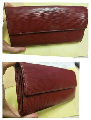 🚚 Price reduced- Authentic Louis Vuitton LV Epi Wallet Red. #MRTRaffles