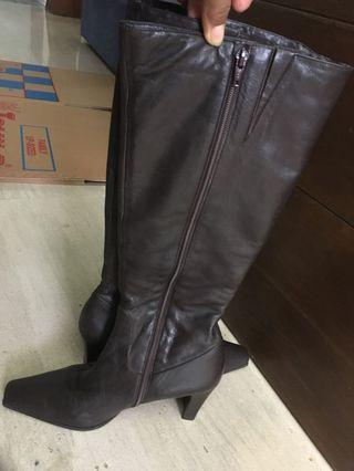 🚚 Ladies Leather Boots