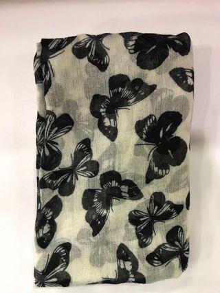 #THECURVE Monochrome butterflies long shawl