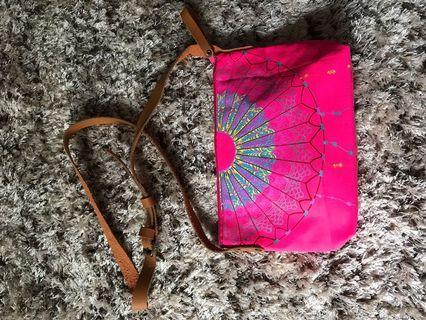 Fuchsia pink fabric handbag with adjustable leather strap