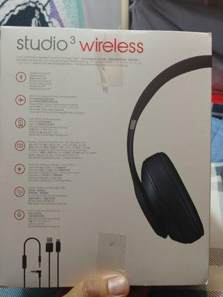 beats studio3 new (2pcs for 1200 only)