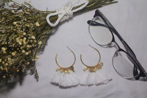 WHITE TASSLE EARRINGS V1