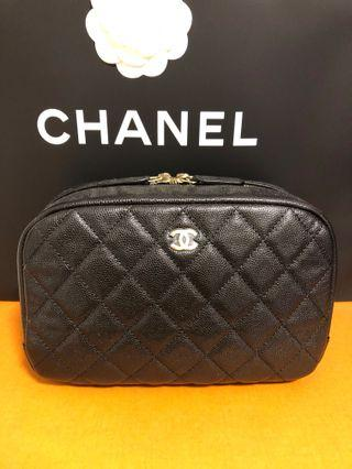 ($1100 Mother's Day ♥️) Chanel Cosmetic Case Caviar with Gold hardware